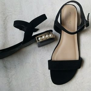 Preowned  Sandals with pearls